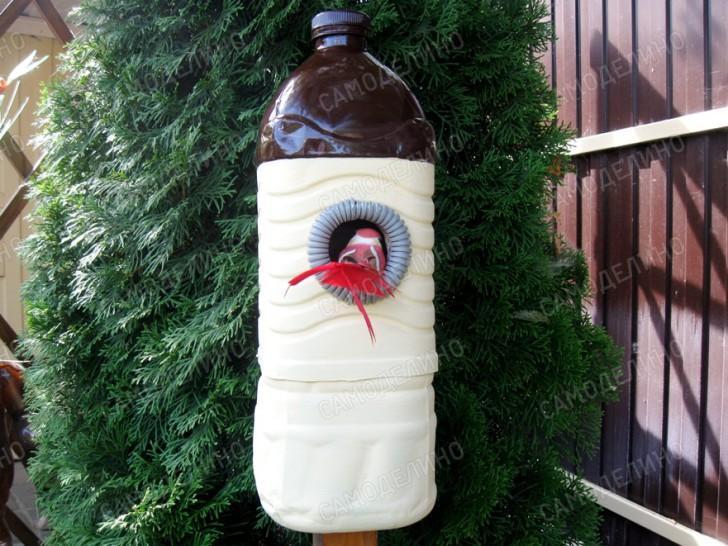 Скворечник из пластиковых бутылок