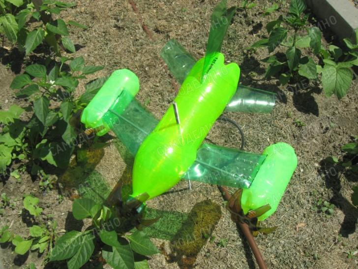 Как из пластиковой бутылки сделать отпугиватель от кротов своими руками 12
