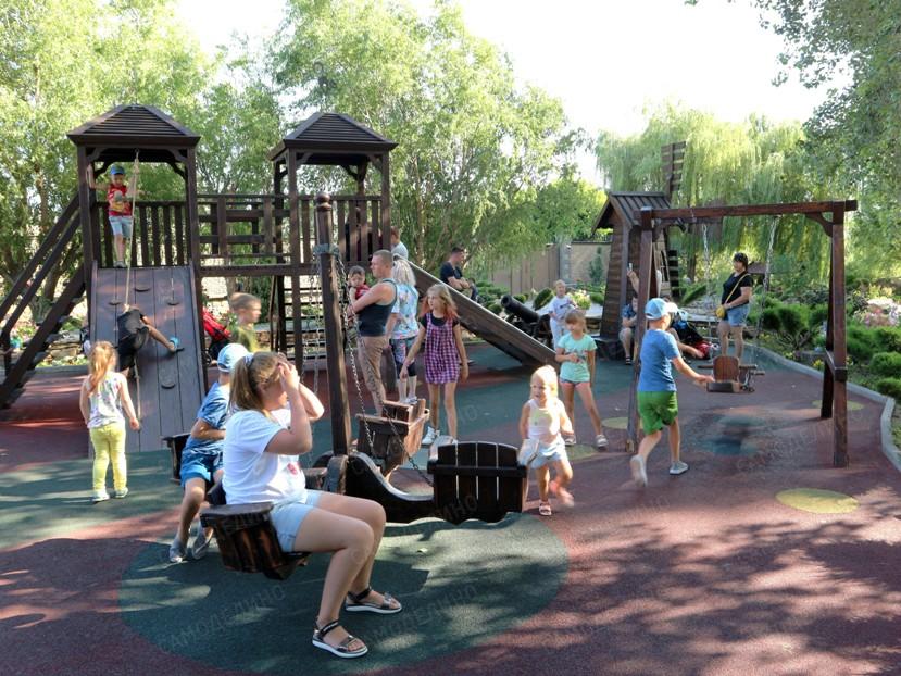 Поставить детскую площадку во дворе