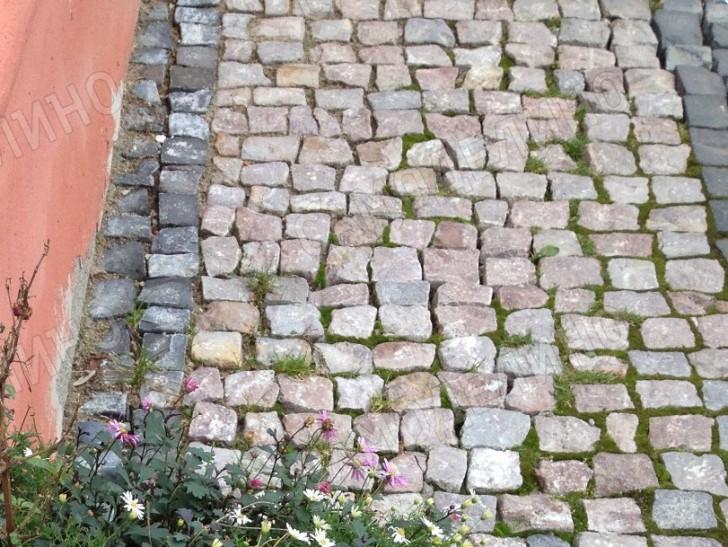 Дорожка из бутового камня