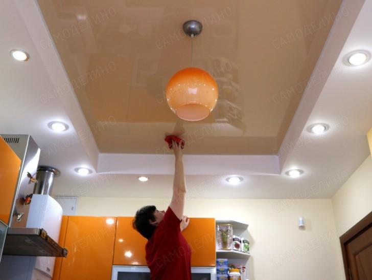 Чистка потолка на кухне