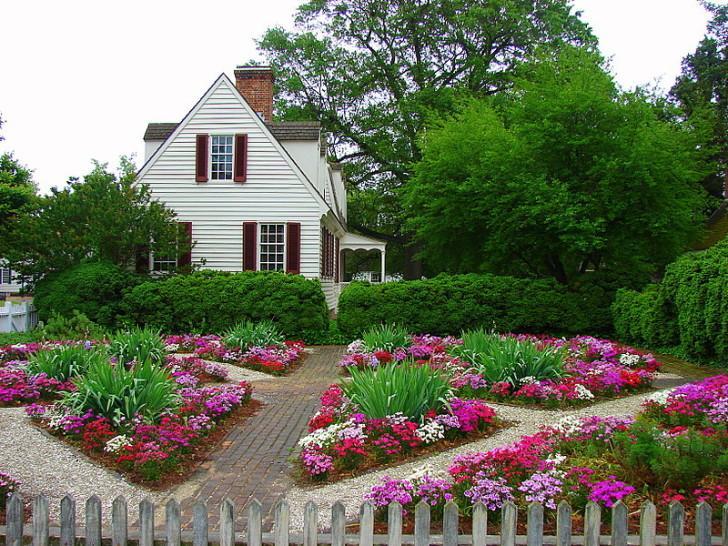 Цветники во дворе своими руками фото 419