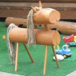 Лошадка из бревна