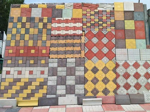 Дизайн тротуарной плитки возле дома