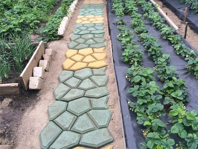 Форма для изготовления садовых дорожек своими руками