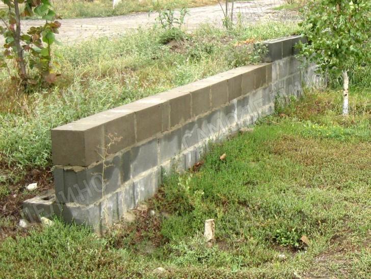 Стенка из керамзитобетонных блоков