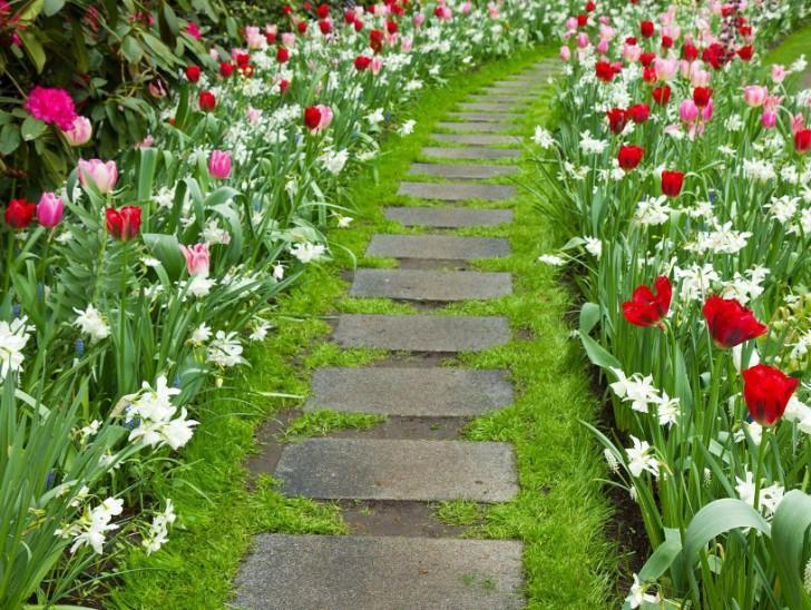 Весной дорожки разцветают